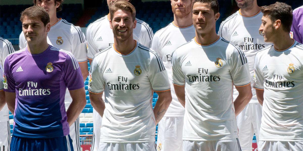 El Real Madrid presenta su nueva camiseta con el patrocinio