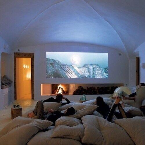 Salón de cine lleno de cojines - Los muebles más estrafalarios ...