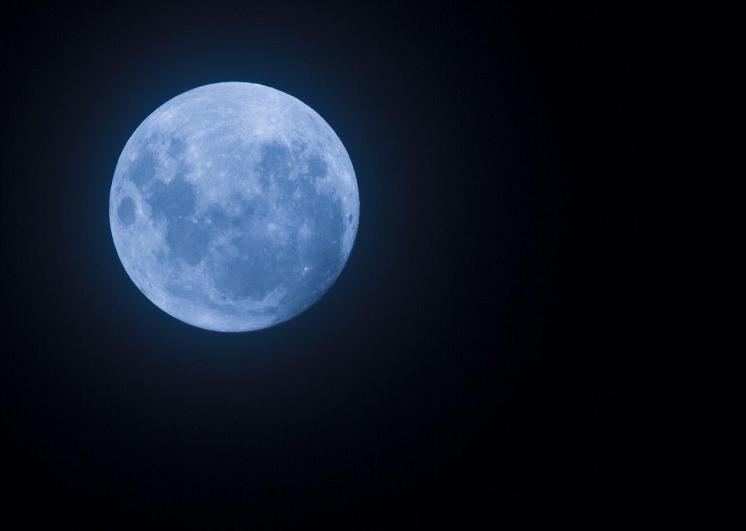 La luna azul no es azul de verdad libertad digital for Que luna hay esta noche