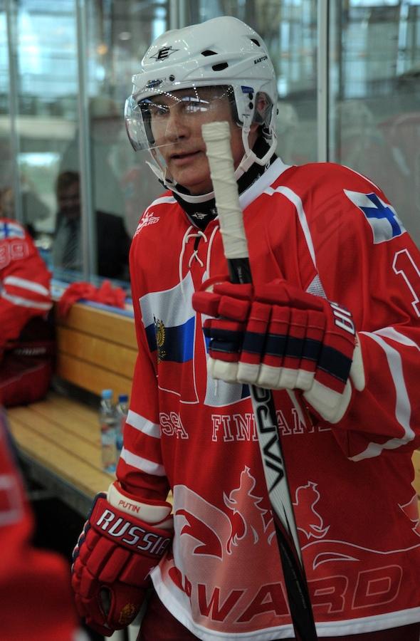 putin-hockey-230612.jpg