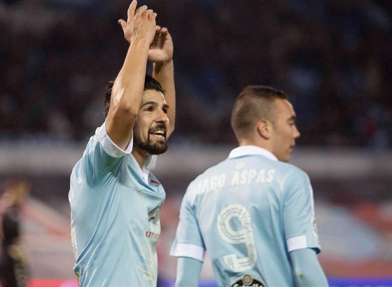 Nolito, junto a Aspas, celebrando un gol (Foto: EFE).