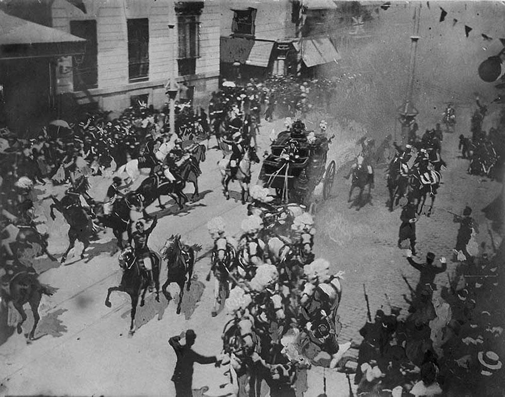 Imagen del momento del atentado contra Alfonso XIII