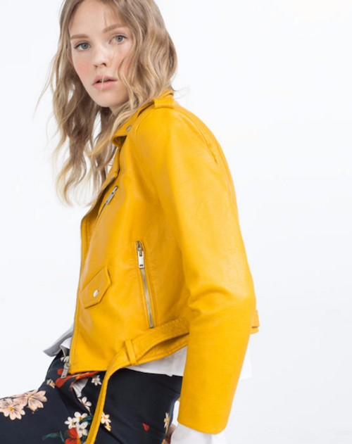 99fa35b917198 Por qué se ha hecho viral esta chaqueta amarilla de Zara  - Chic