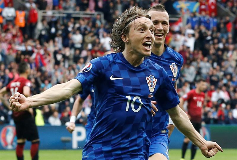 Resultado de imagen para luka modric jugando y marcado goles