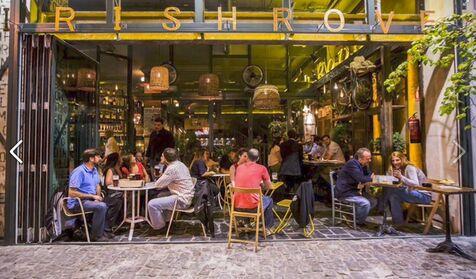 Hacienda avisa: las propinas a los camareros deben tributar por IRPF
