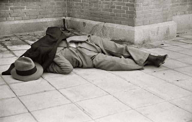 Calvo Sotelo yace en el suelo tras el atentado.