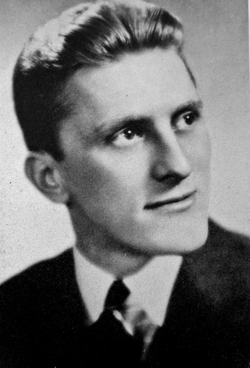 KirkDouglas-graduacin-1939.jpg