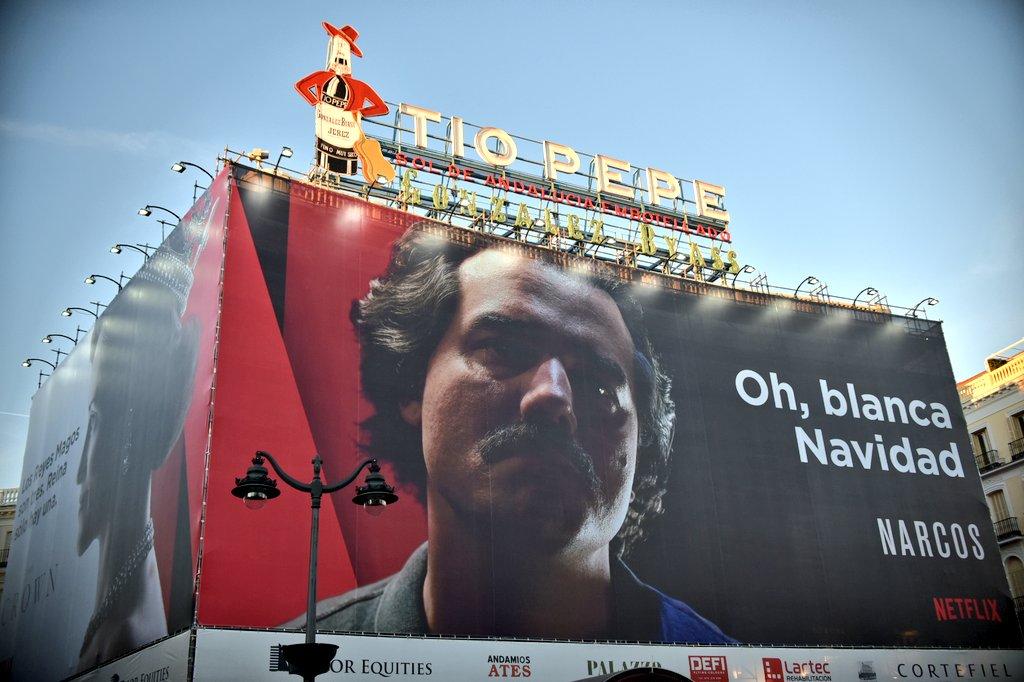 Colombia pide la retirada el anuncio de 39 narcos 39 en la for Puerta de sol en directo