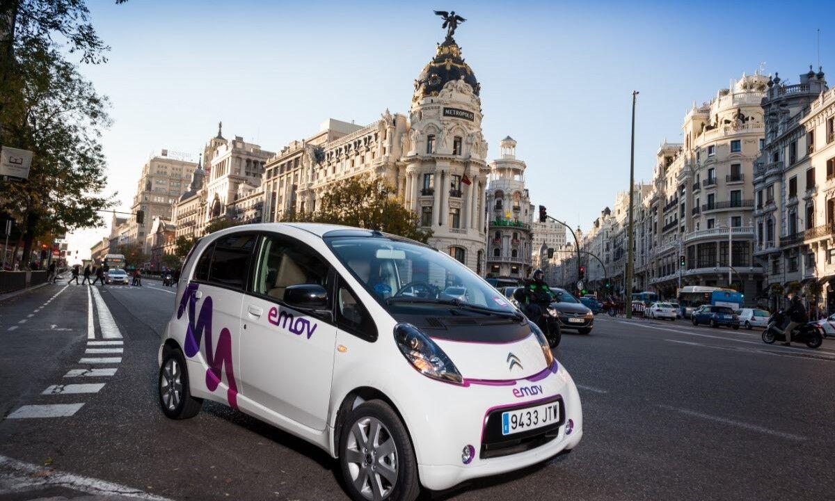 Llega a Madrid Emov, el coche de alquiler eléctrico de 4 plazas ...