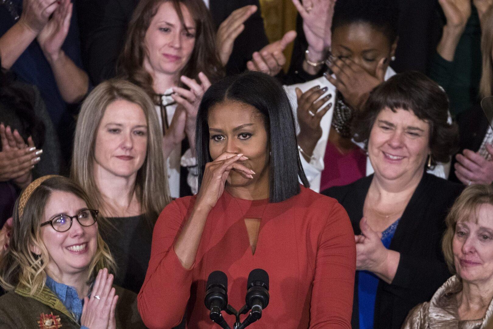 Michelle Obama, emocionada en su despedida   EFE