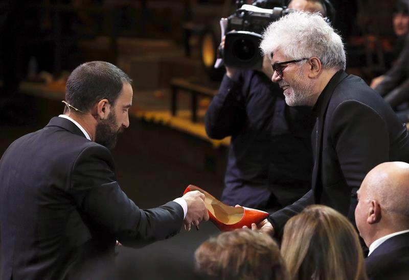 El Gobierno convoca las primeras ayudas del año al cine español por 35 millones Goya-almodovar