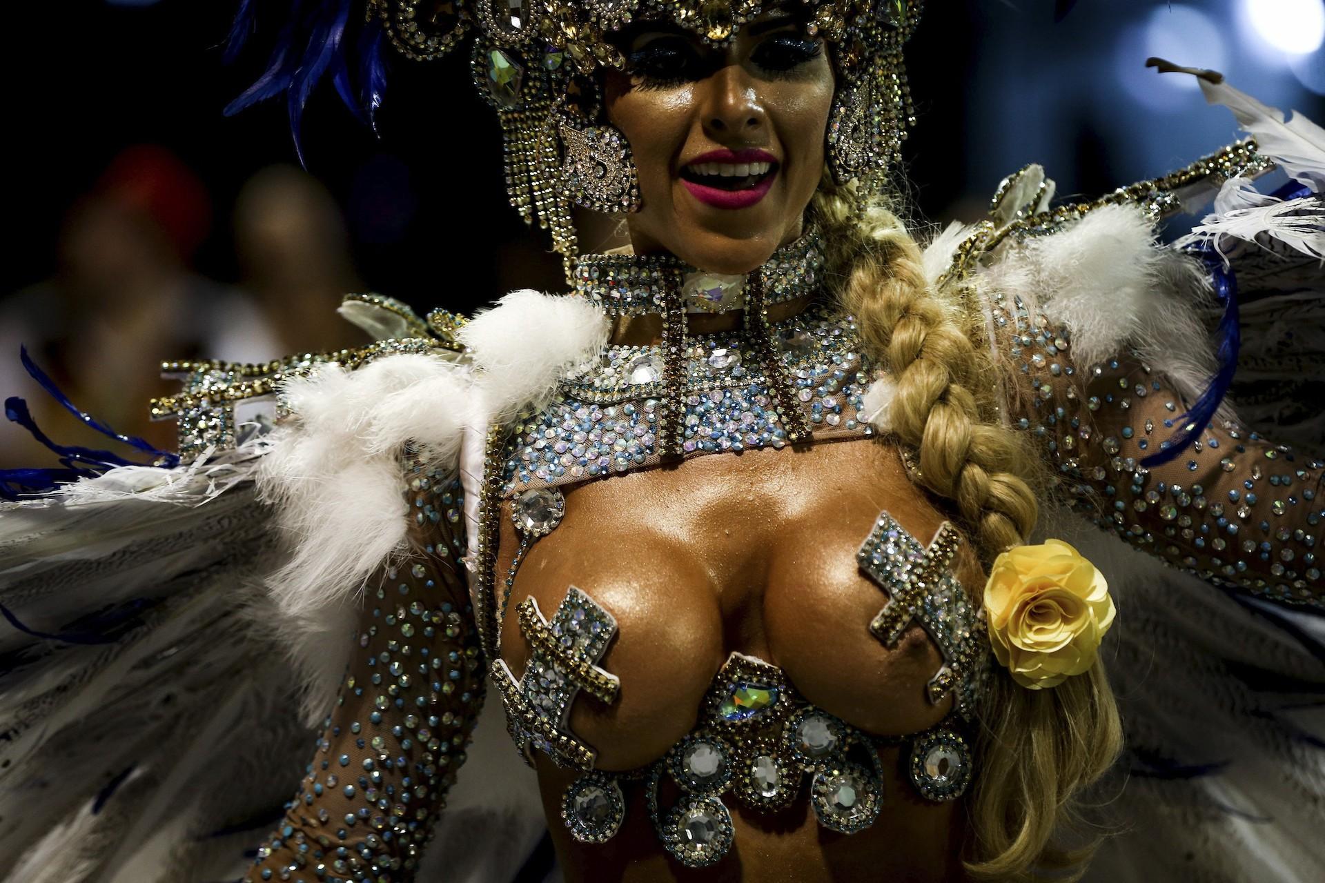 Public Brazilian Nude Carnival Girls