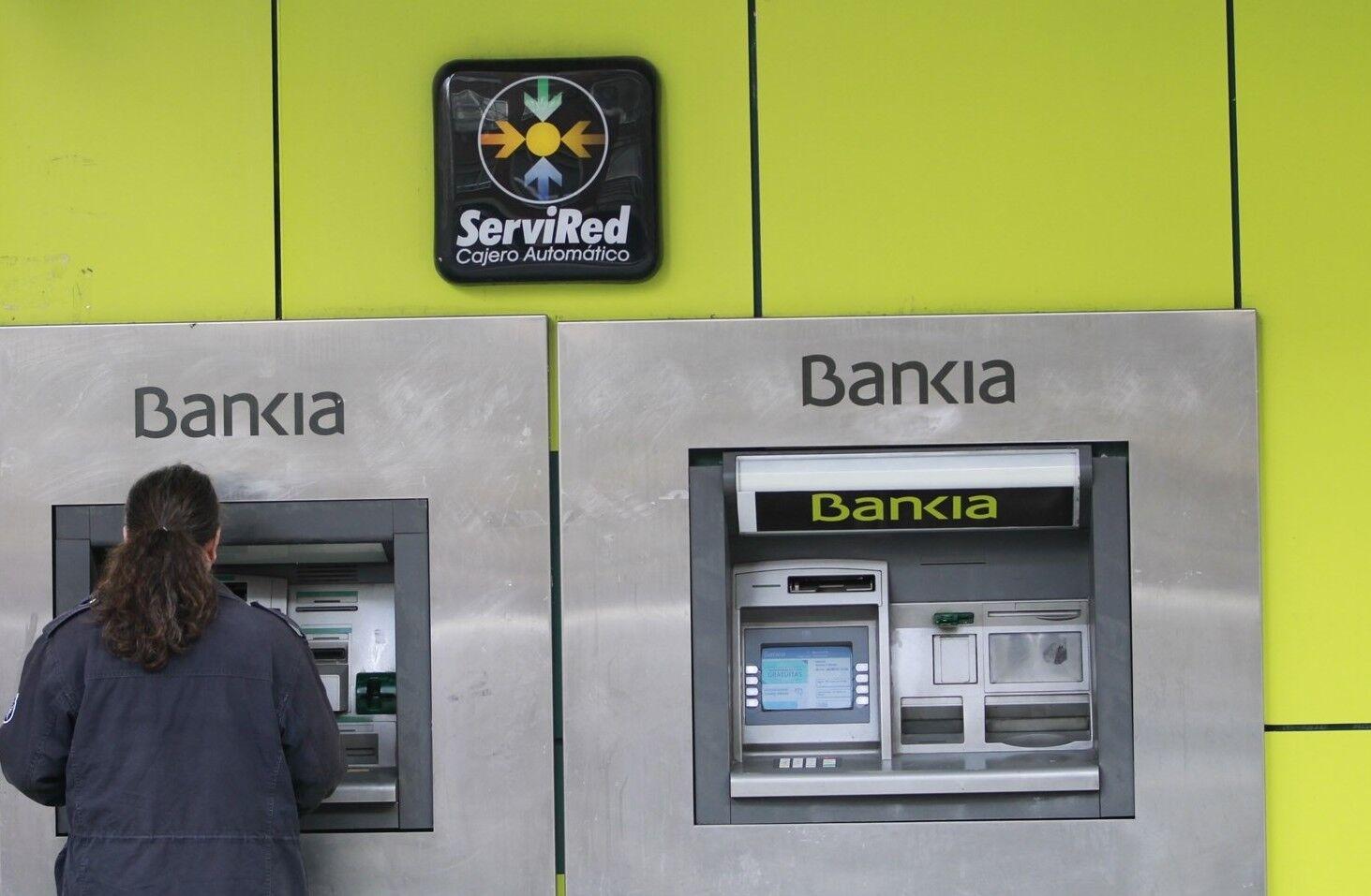 Los clientes de ing podr n sacar dinero gratis de los for Cajeros santander para ingresar dinero