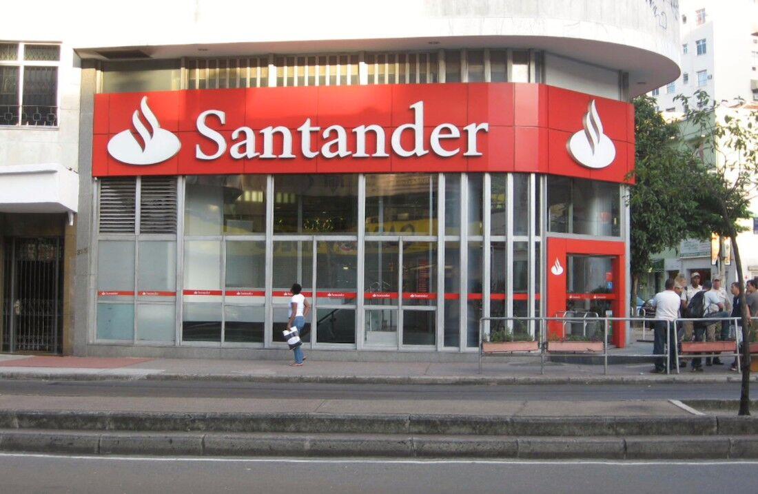 Los bancos se reinventan santander pone una cafeter a y for Buscador oficinas banco santander