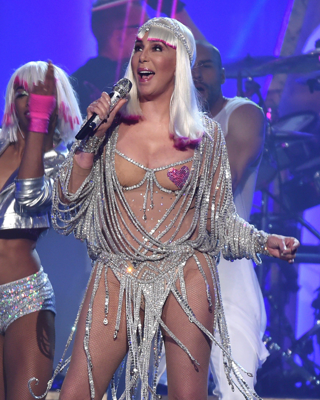 Cher reaparece semidesnuda a sus 71 años - Chic