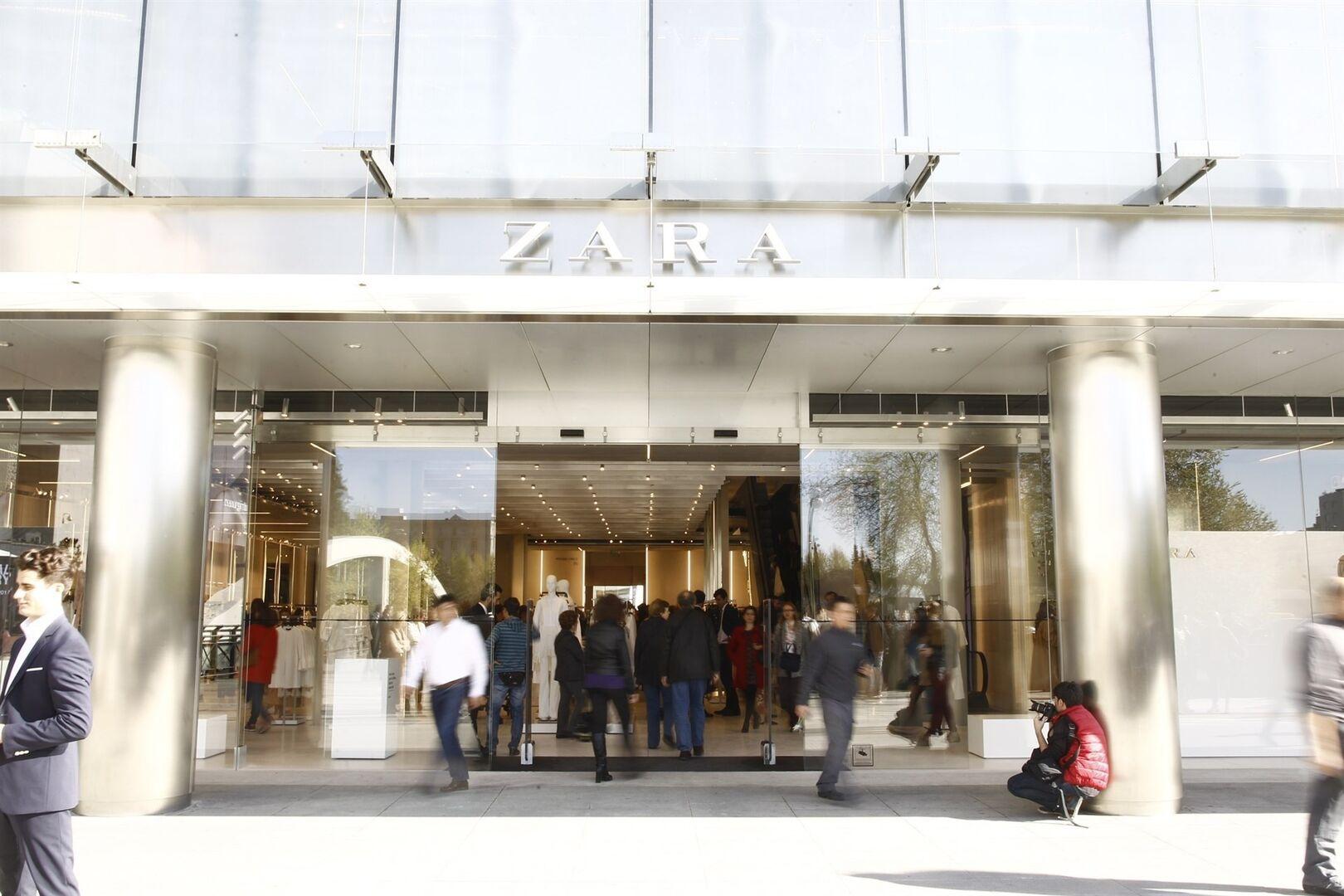 93da97bd098 Entrada de una tienda de Zara
