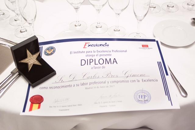 diploma-carlos.jpg