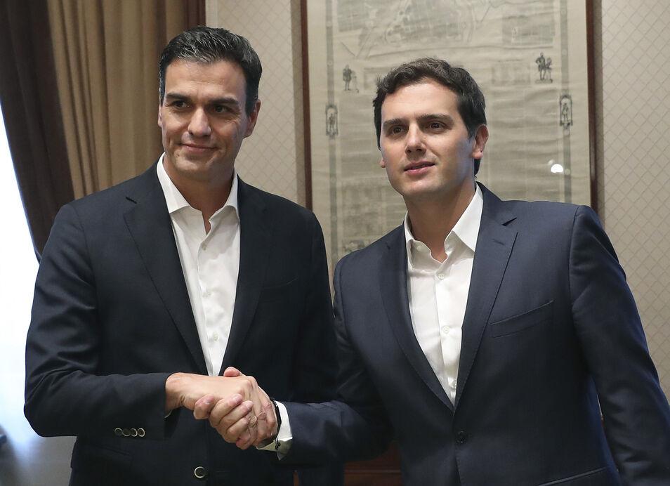 Ni Sánchez con Rivera, ni Rivera con Sánchez. ¡A resistir!