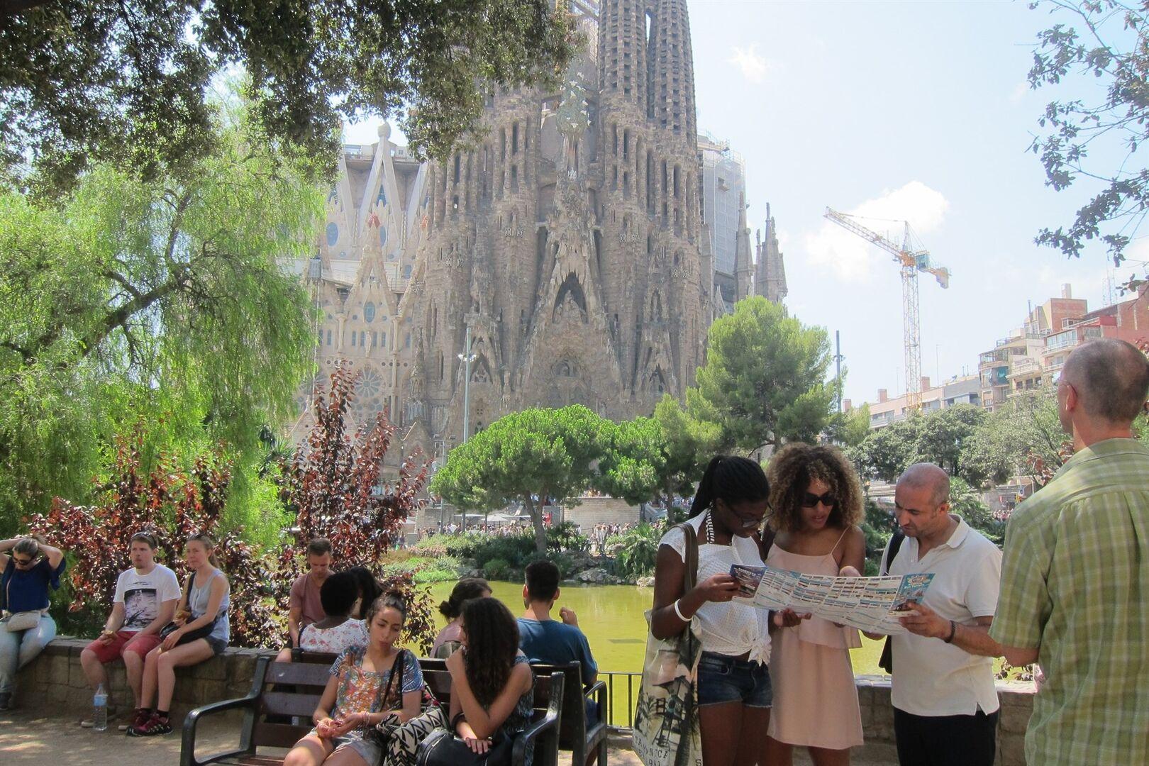 El turismo se hunde en Cataluña: las reservas caen un 50% y la ...