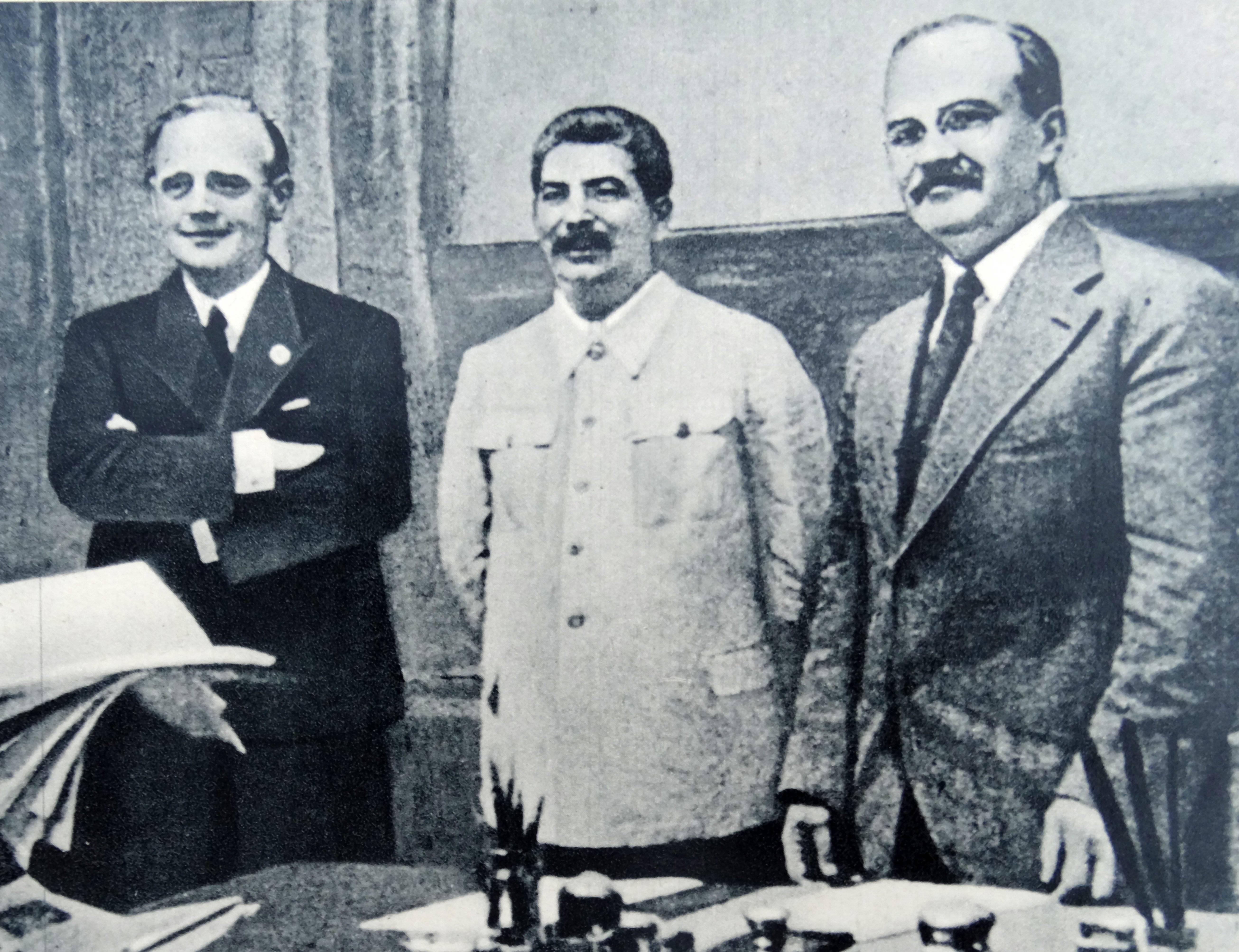 Ribbentrop_Stalin_Molotov.jpg