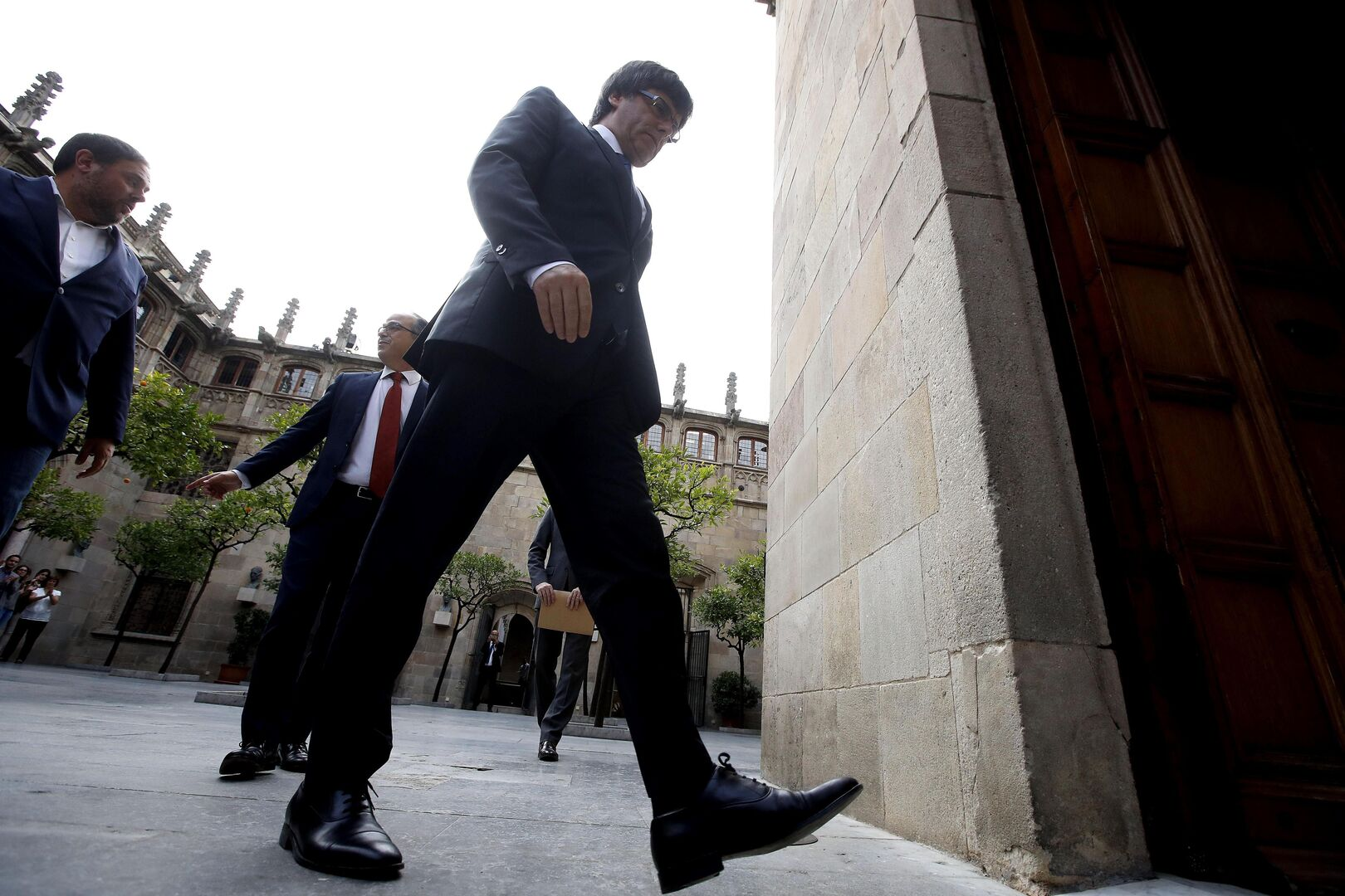 El 'juego-trampa' del separatismo: Puigdemont apuesta, los catalanes pagan