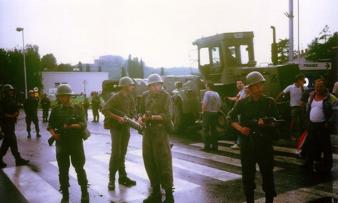 Soldados-ejercito-yugoslavo.jpg