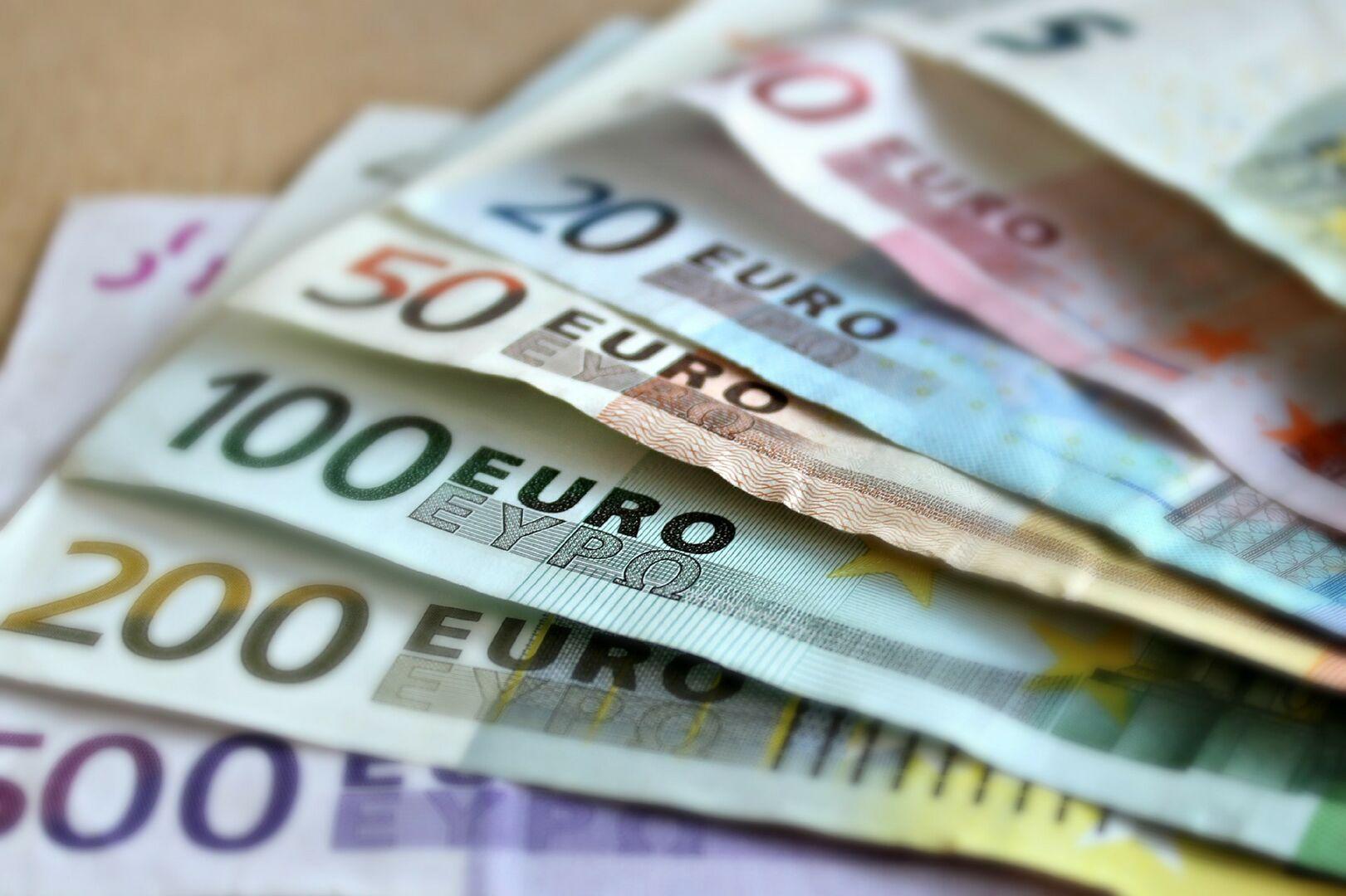 Estas son las diferencias salariales de los funcionarios: una 'brecha' de hasta 1.900 euros al mes