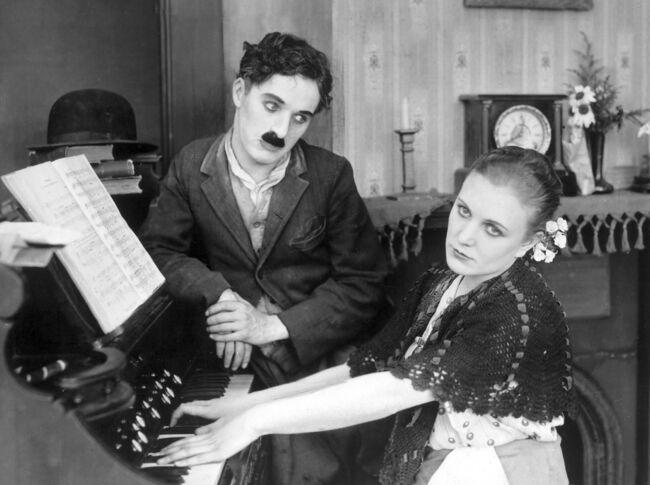 Charles Chaplin siempre las prefirió muy jovencitas Edna-purviance-chaplin_1