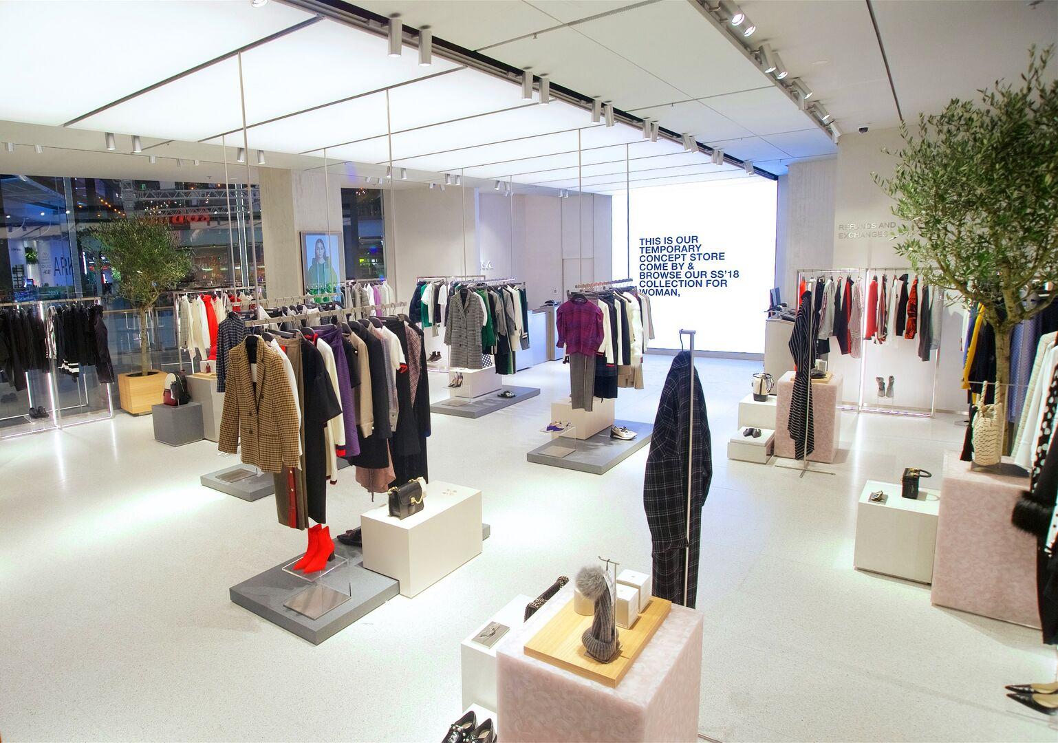 Robots y autopago zara inaugura su primera tienda for Negozi design online