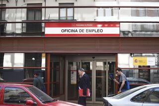 El paro baja en personas en febrero y marca m nimos for Oficina de empleo madrid inem