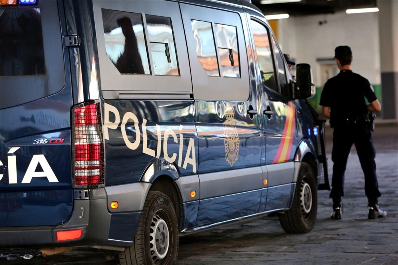 Detienen al comisario enrique garc a casta o por su for Portal de servicios internos policia