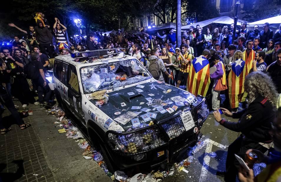 2coche-guardia-civil-barcelona210917.jpg