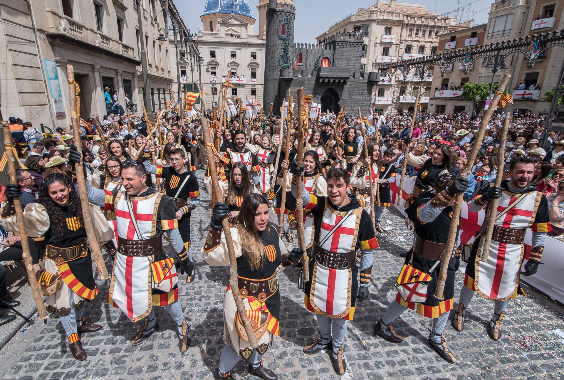 Moros y Cristianos de Alcoy: una fiesta bellísima, impresionante y ...