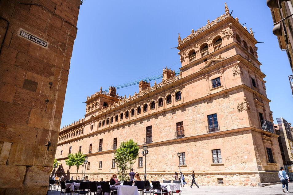 La historia que esconde el palacio de Monterrey de los Alba