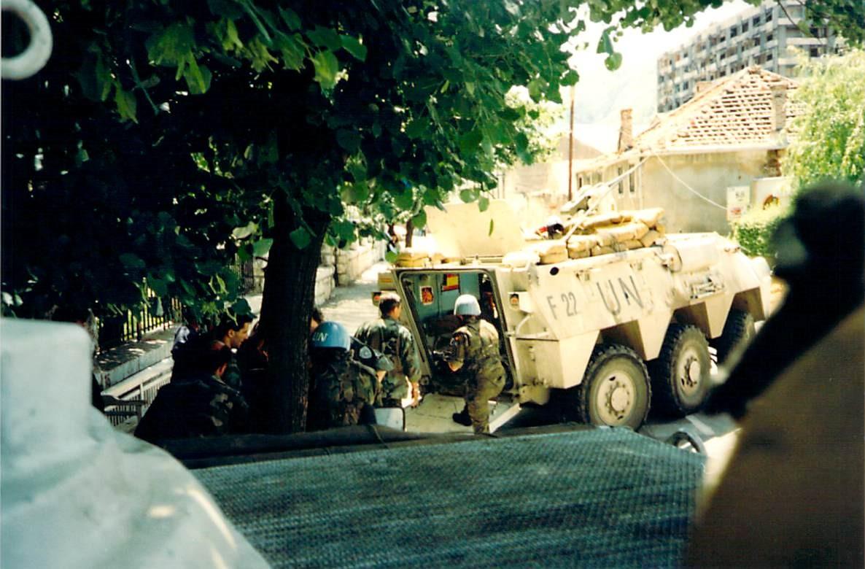 fuerzas-armadas-descarga-material-hospit