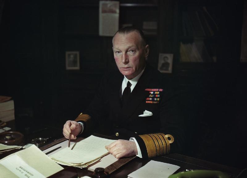 AlmiranteSirJohnTovey-1940.jpg