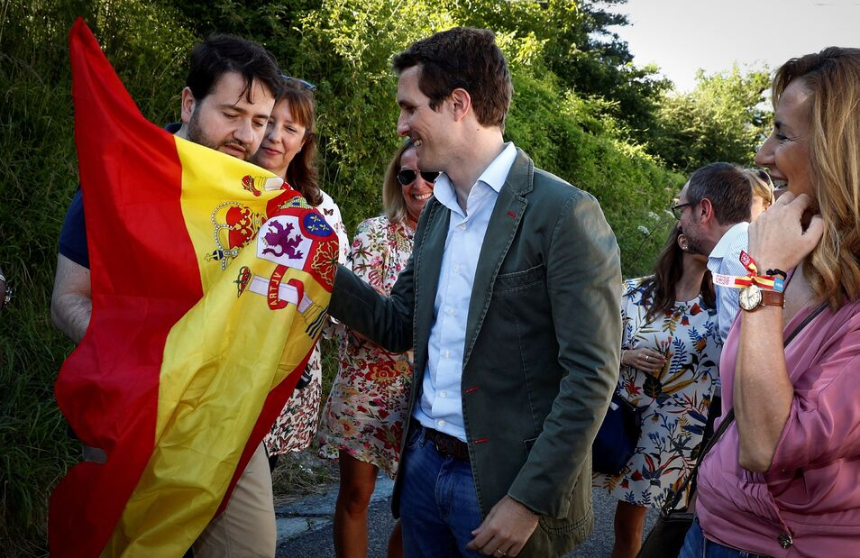 Pablo Casado, eres nuestra única esperanza Casado-alsasua-bandera