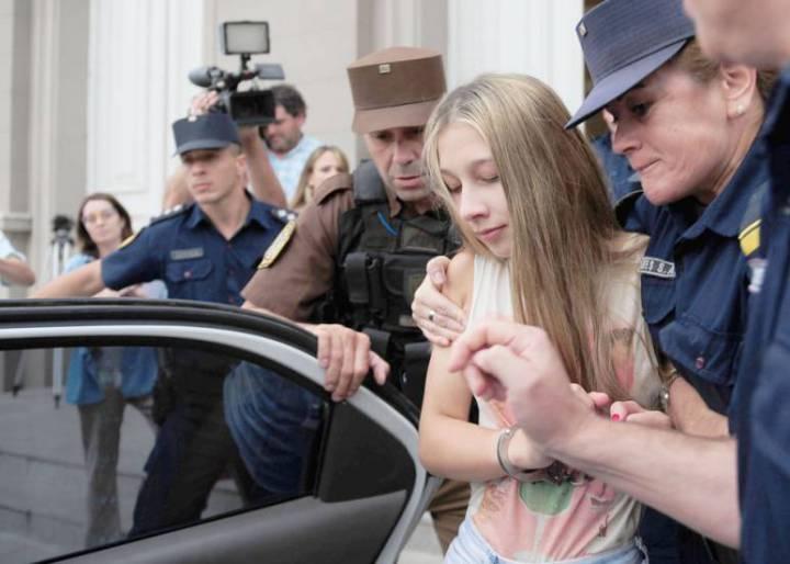 Denuncian que Galarza comparte celda con un policía detenido