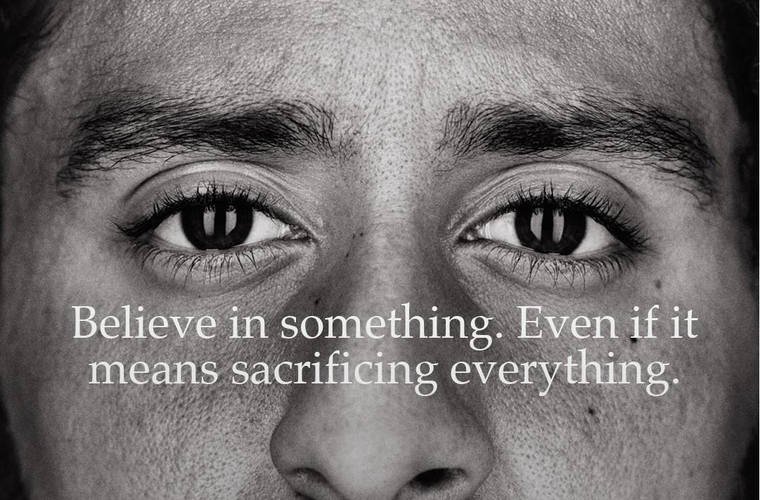carro pómulo Educación moral  Miles de zapatillas Nike arden por un polémico anuncio de la firma y  reciben un aluvión de críticas - Libertad Digital