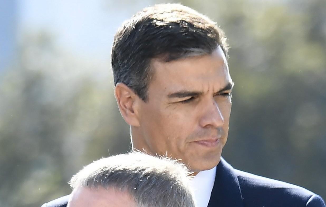 """Sánchez ya huele muy mal bilaketarekin bat datozen irudiak"""""""