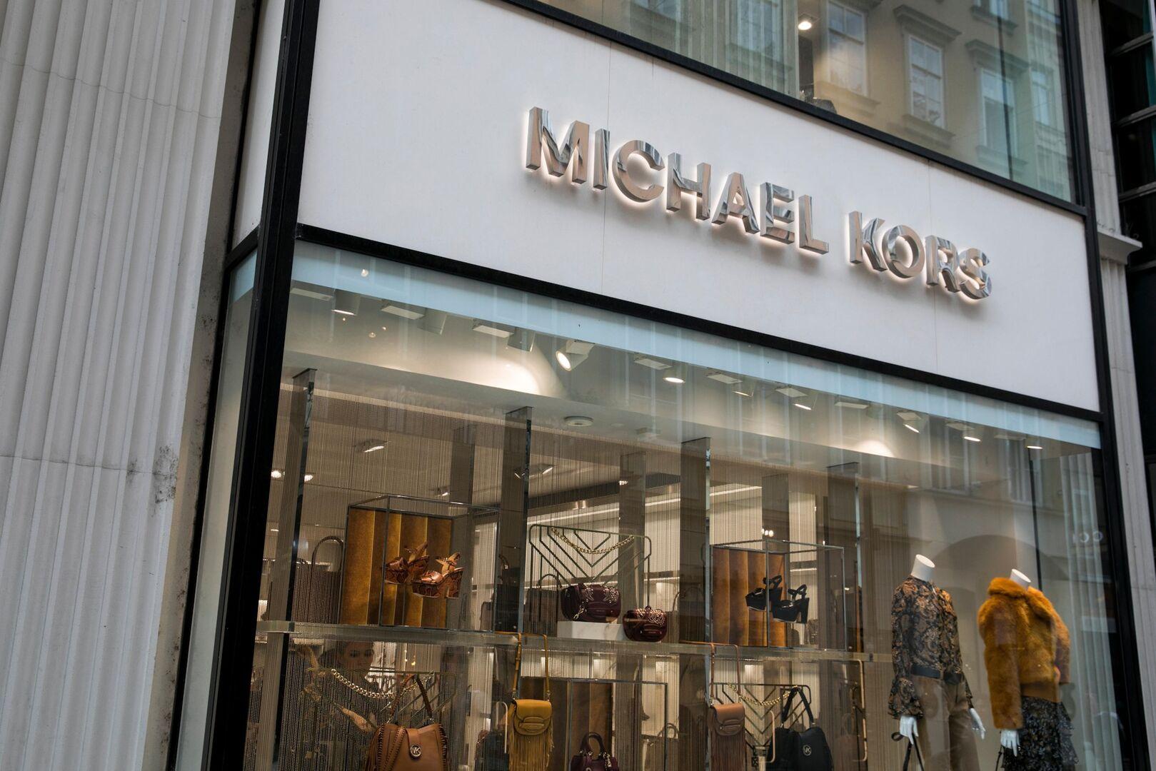 El grupo de moda estadounidense Michael Kors ha acordado adquirir la firma  italiana Gianni Versace por 2.120 millones de dólares (1.830 millones de  euros) y ... 5febf46ed9
