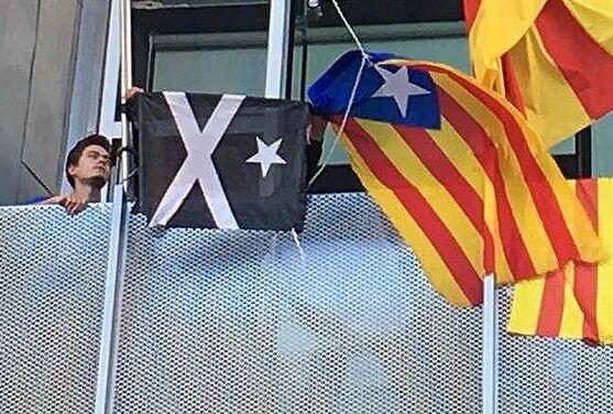 bandera negre creu blanca i estrella