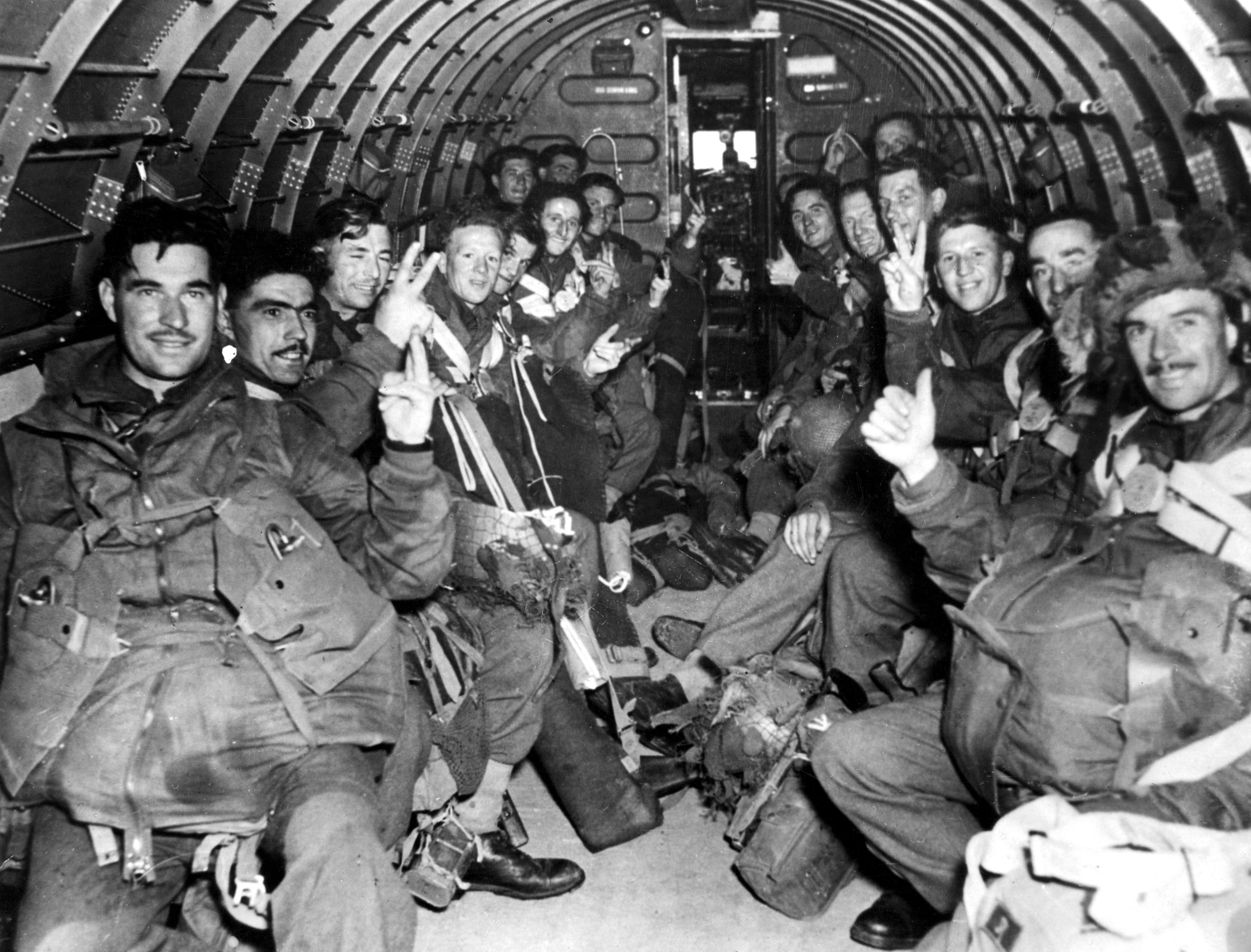 paracaidistasinglesesArnhem.jpg