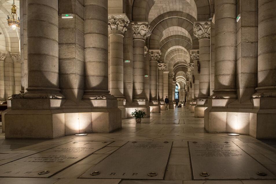 Así es la cripta de la catedral de La Almudena donde podrían descansar los restos de Franco