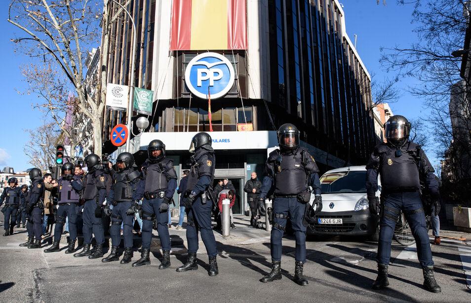 """Los taxistas se echan en brazos de Podemos: """"¡Sí se puede, sí se puede!"""""""