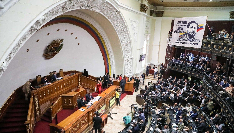 Sigue el camino chavista hacia otro fraude: convoca a unas elecciones legislativas para el 6 de diciembre