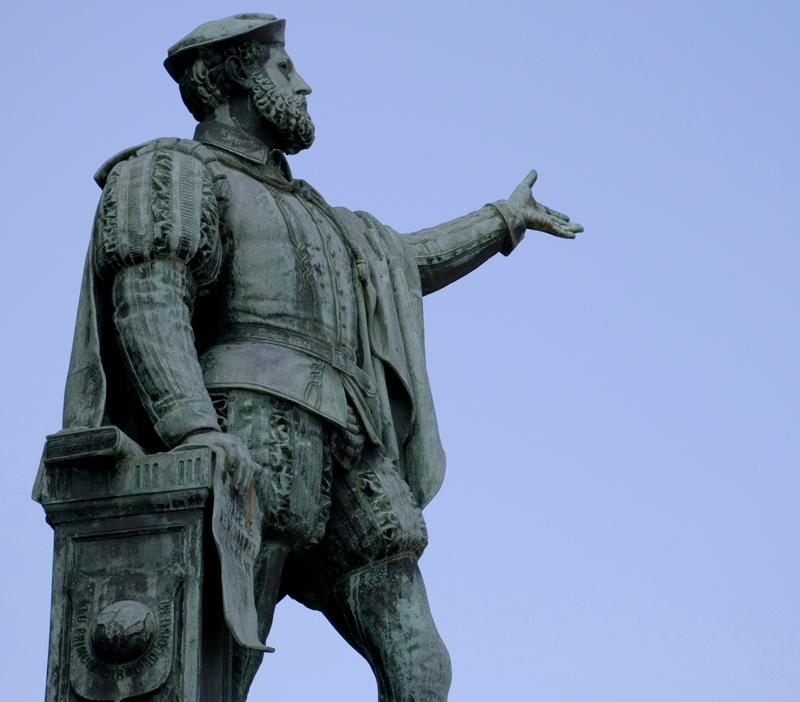 juan-sebastian-elcano-estatua.jpg