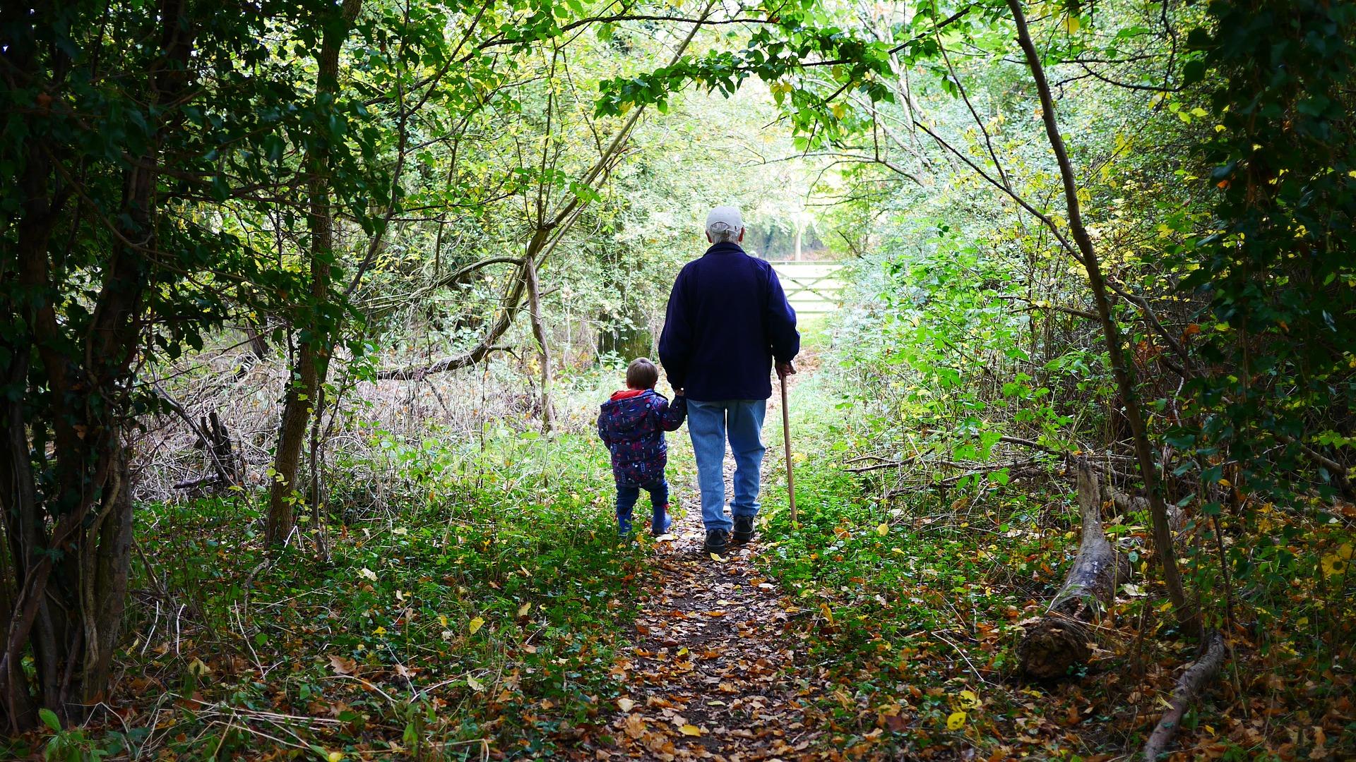 abuelos-paseo-antigua.jpg