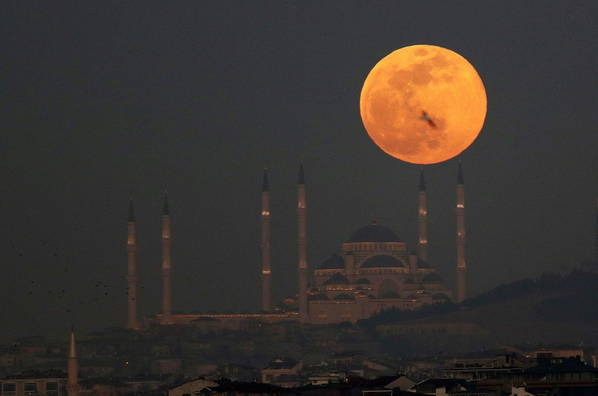 super-luna-turquia-estambul-190218.jpg