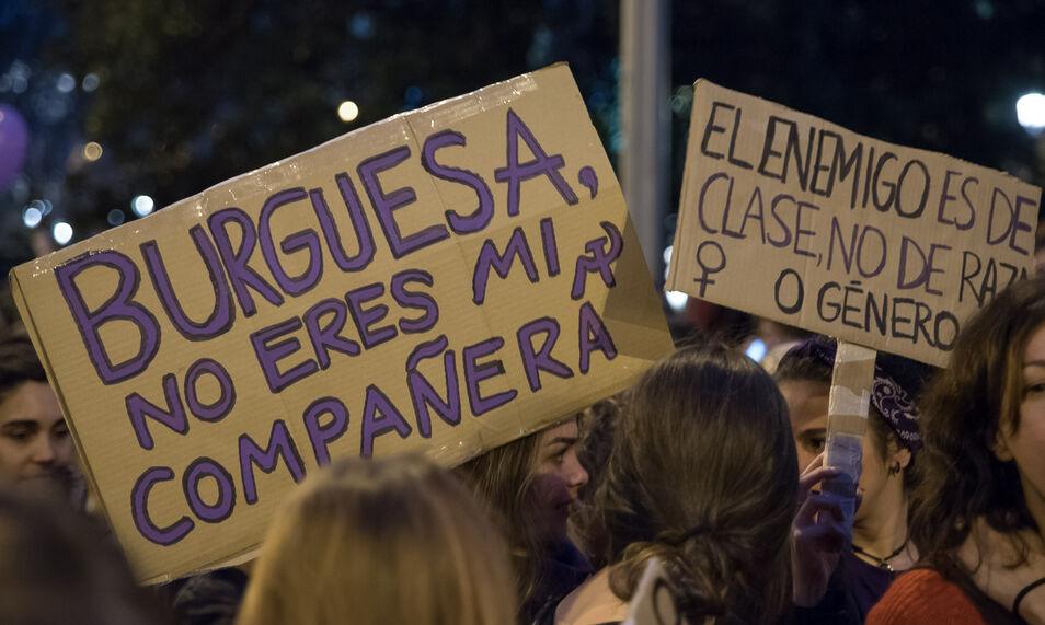 """La abogada Yobana Carril, conocida por su defensa de """"los hombres maltratados por la ley"""", advierte de los peligros que entraña el feminismo actual."""